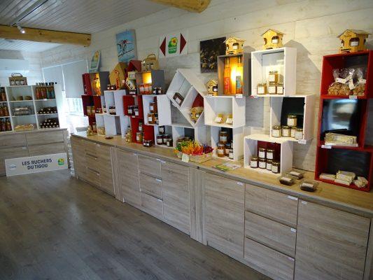 intérieur de la boutique des ruchers du tigou : rayon miel