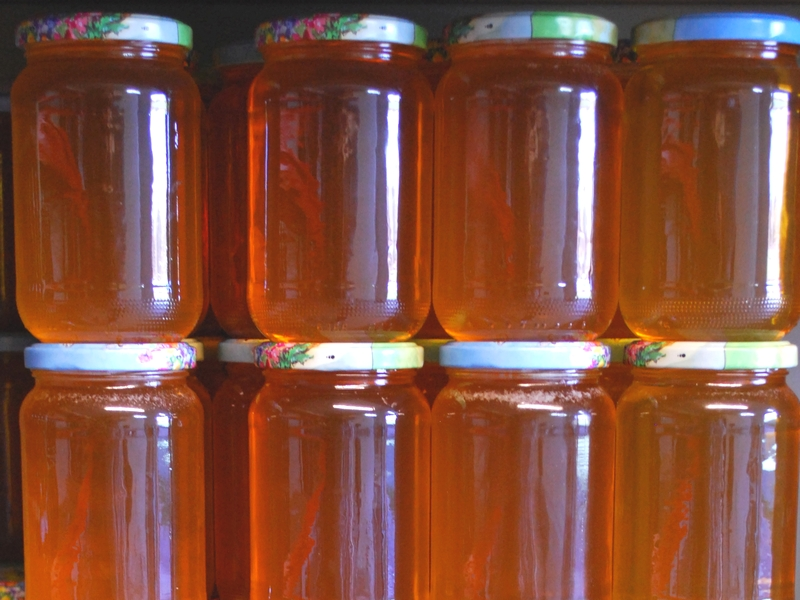 pots de miel sans étiquette